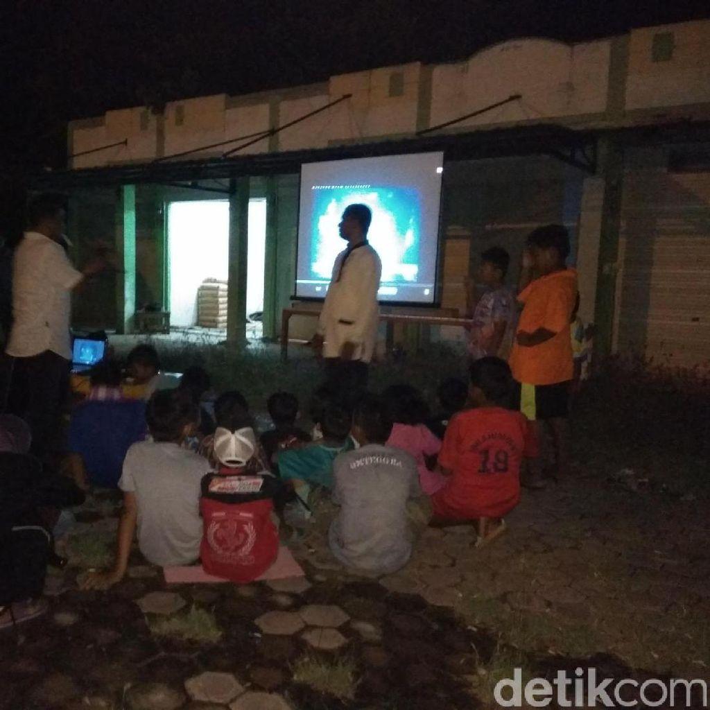 Anak-anak Ikut Nobar Film G30S/PKI di Banda Aceh