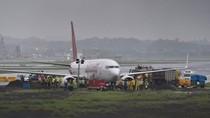 Hujan Deras, Pesawat Maskapai India Terperosok ke Lumpur