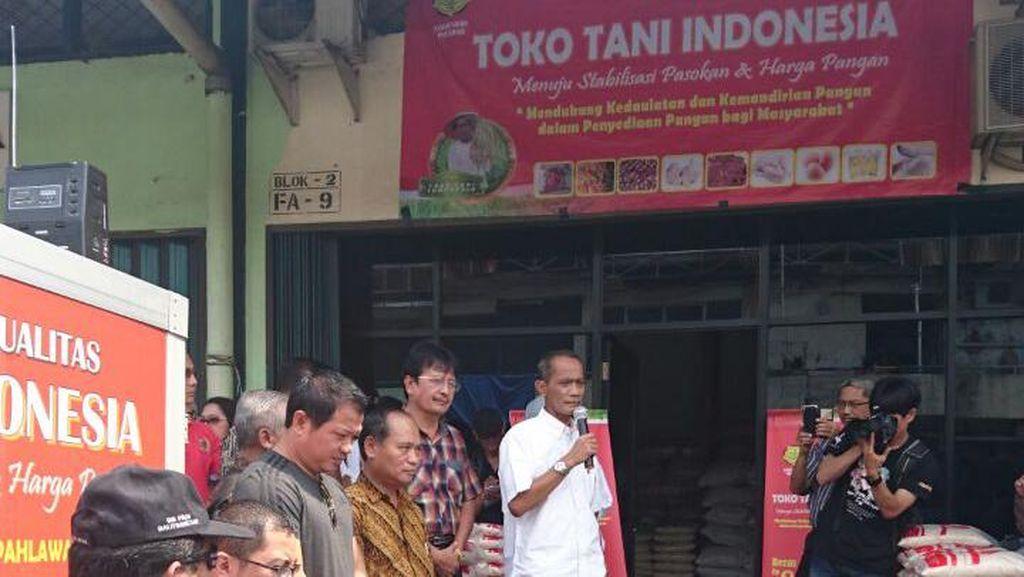 Buka di Pasar Induk Cipinang, Toko Tani Jual Beras Lebih Murah