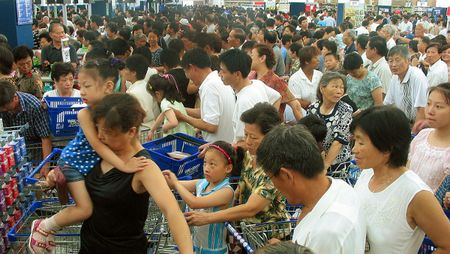 Lihat Uniknya Suasana Supermarket di China yang Ramai Ini