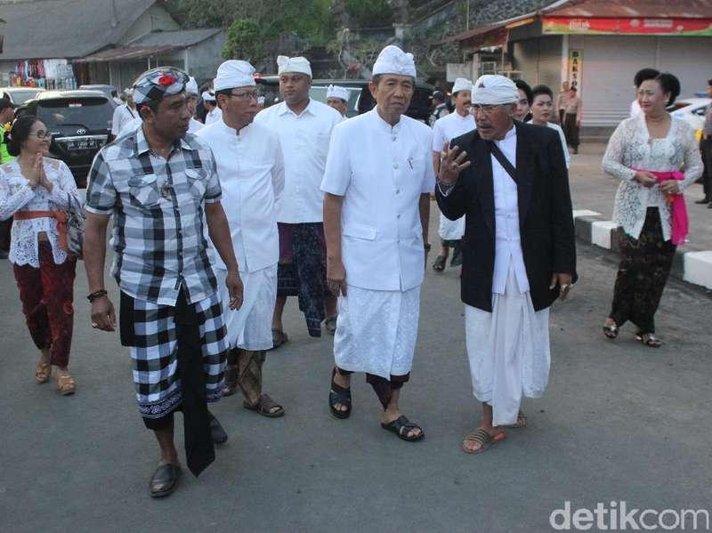 Usai Sebahyang, Gubernur Bali Beri 3 Imbauan Terkait Gunung Agung