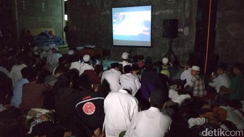 Ratusan Santri Nobar Film G30S/PKI di Tulungagung