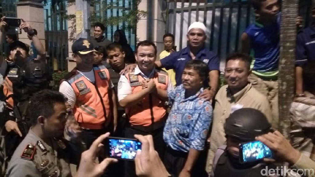 Petugas Perusak Taksi Minta Maaf, Aksi Blokade Jalan di Solo Bubar