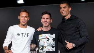 Pemain Terbaik Dunia 2017: Ronaldo, Messi, atau Neymar?