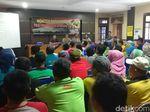 Warga Sidoarjo Nobar Film G30S/PKI di Kecamatan Buduran