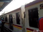 Pantograf KRL Patah, Penumpang Diturunkan di Stasiun Pesing