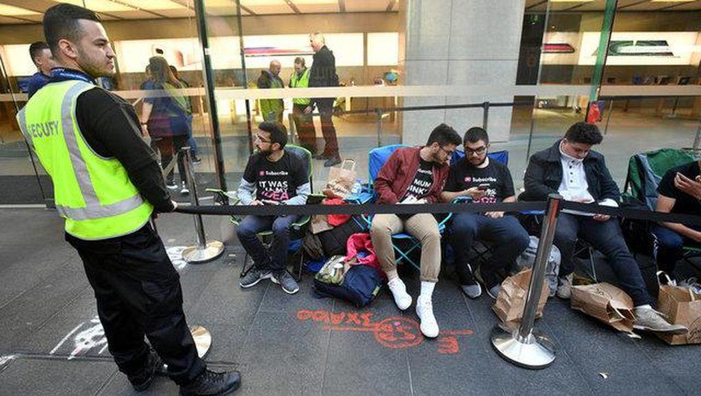Antrean Pembeli iPhone 8 Tidak Normal
