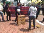 Tuntut Reformasi Agraria, Massa SPI Gelar Aksi Teatrikal di KLHK