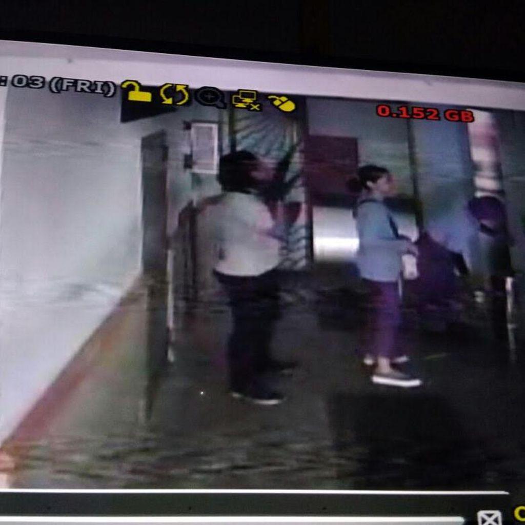 Detik-detik Pembunuhan Dini oleh Driver Ojek Online Terekam CCTV