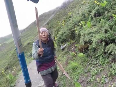 Ini Kisah Lain dari Ibu Penjual Warung yang Kejar Traveler