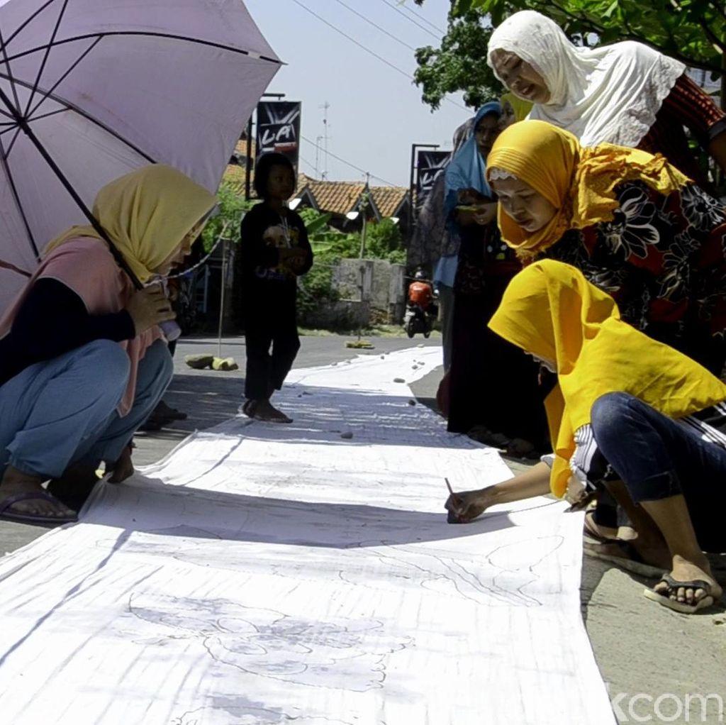 Rayakan Tahun Baru Hijriah, Warga Pekalongan Membatik di Kain 1,5 Km