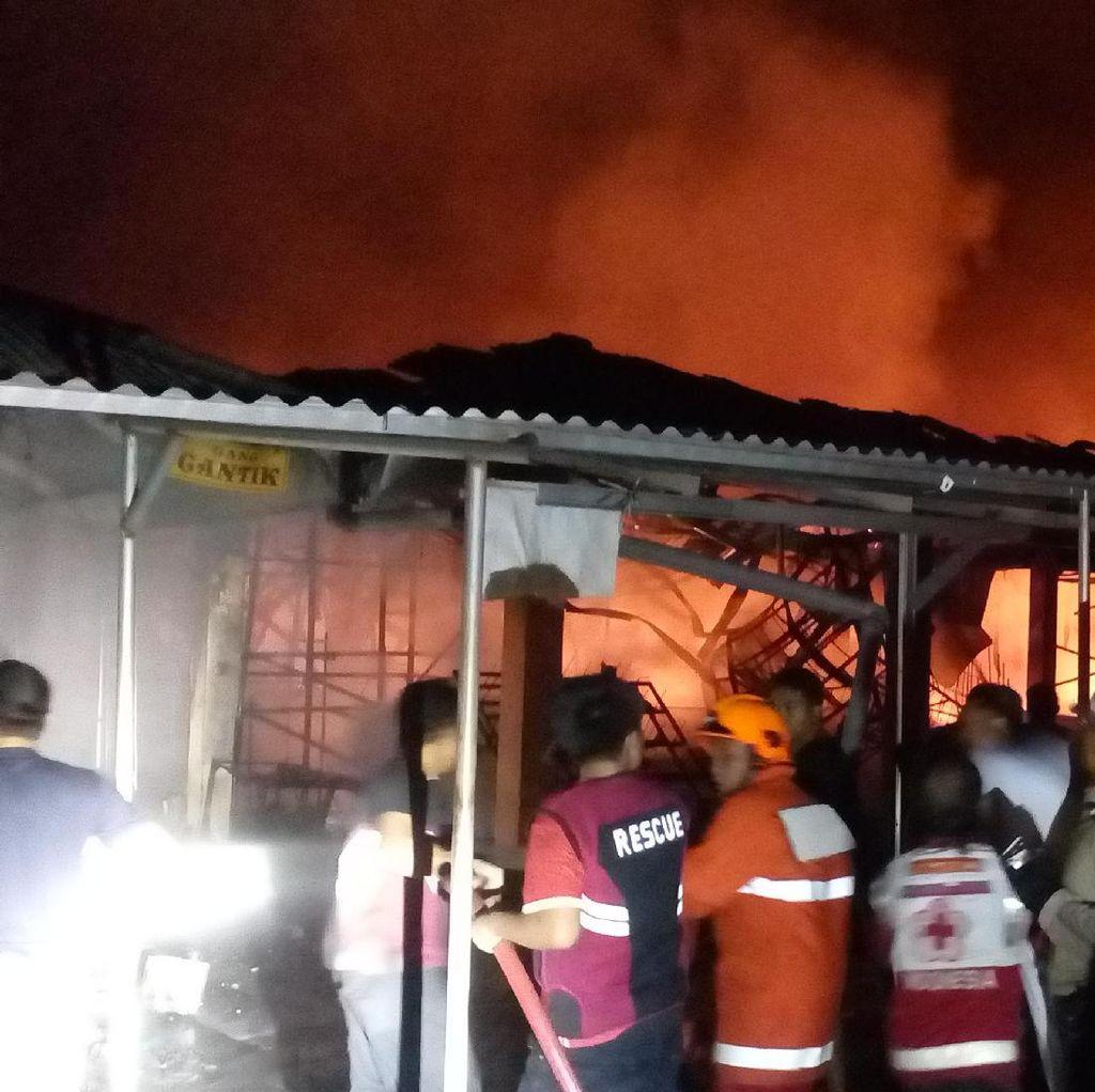 Ratusan Kios di Pasar Benpas Terbakar, Warga: Api Dari Warung Makan