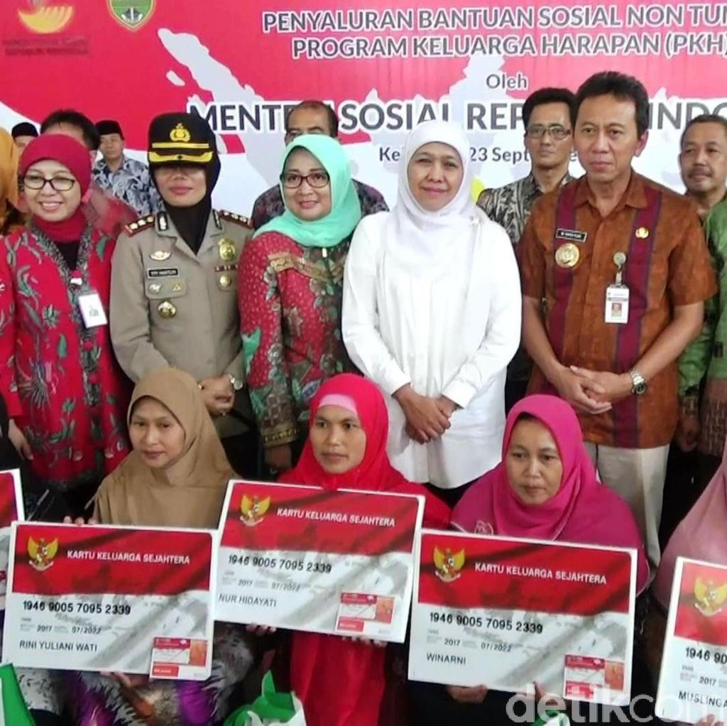 Mensos Serahkan Bansos Non-Tunai untuk 500 Warga Kebumen