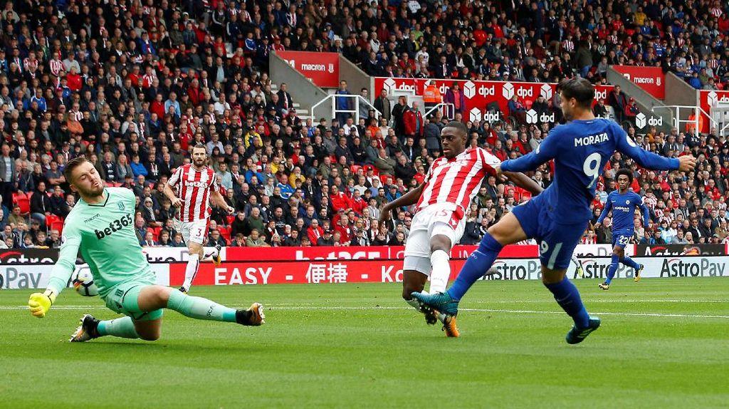 Morata dan Pedro Bawa Chelsea Ungguli Stoke 2-0