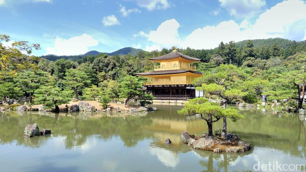 Kuil Emas Berkilau dari Kyoto