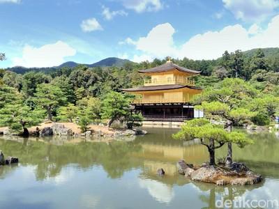 Foto: Kemilau Kuil Emas di Jepang