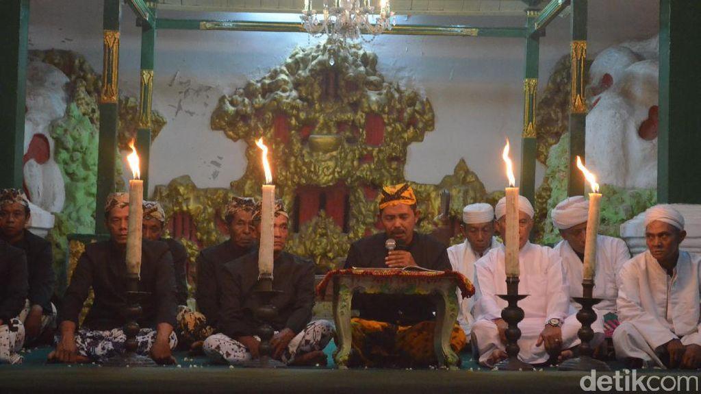 Mengintip Tradisi Pembacaan Babad Cirebon