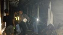 Perjuangan Polisi dan PMK Selamatkan Belasan Kios Pasar Benpas