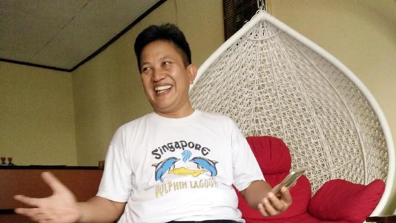 Bos Tak Bisa Disebut Gila - Jakarta Istri pendiri situs menyebut Aris mengalami sedikit gangguan jiwa karena kalah dalam Pilkada Banyumas pada Psikolog klinis