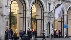 Antrean iPhone 8 di London Bikin Heran