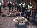 Gelar Operasi, Polisi Amankan Bocah dan Ratusan Botol Miras