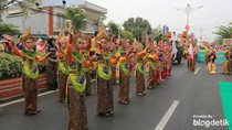 Merajut Persaudaraan dengan Pawai Taaruf di Kota Onde-onde
