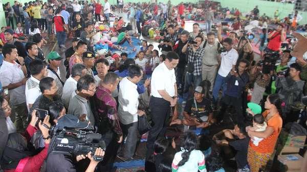 Gunung Agung Awas, Menko Luhut Tinjau Pos Pengungsian di Klungkung