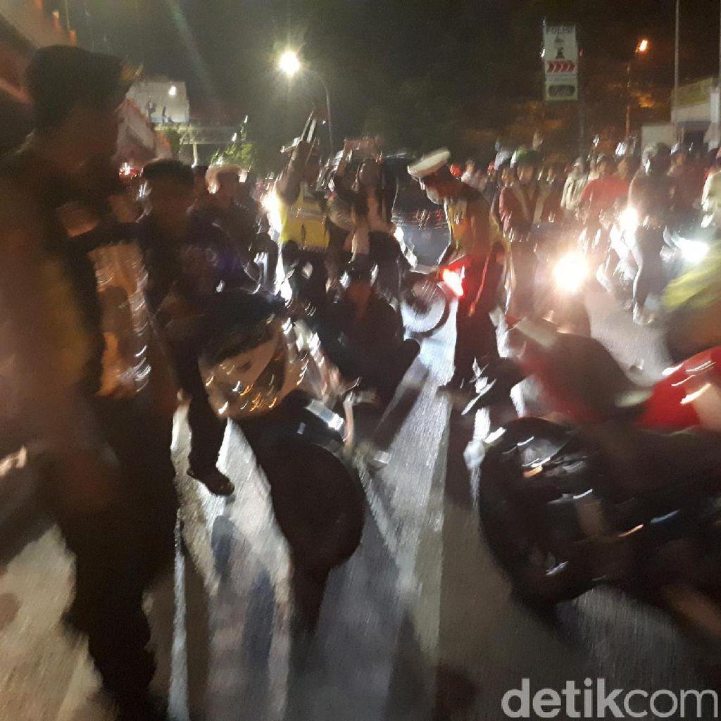 Modus Pemotor Hindari Razia Polisi di Pos Lantas Mayangkara
