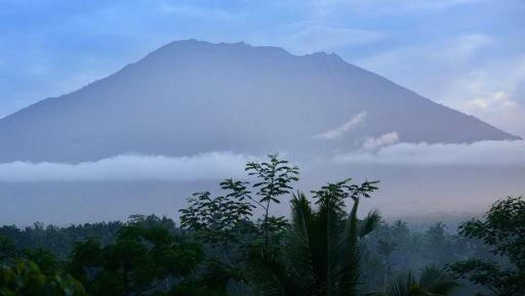 Gunung Agung Berstatus Awas, Pengungsi Capai 35 Ribu Jiwa