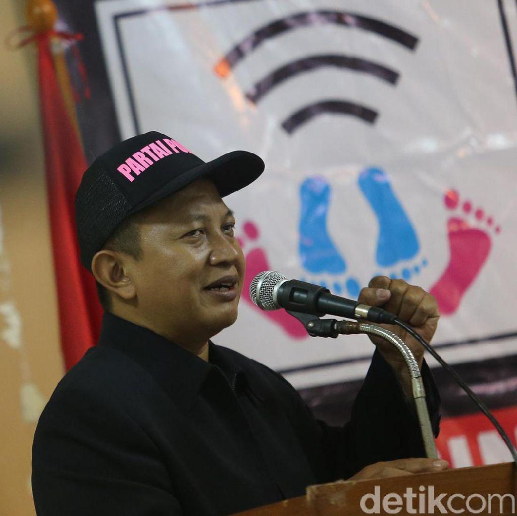 Ahmad Tohari Menilai Aris Wahyudi Salah Memaknai Novelnya
