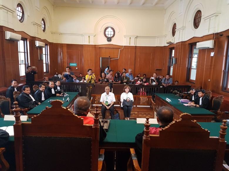 Mantan Dirut PT Pelindo III - Surabaya Setelah sempat tertunda hingga tiga tuntutan terhadap mantan Dirut PT Pelindo III Djarwo Surjanto akhirnya Djarwo dituntut