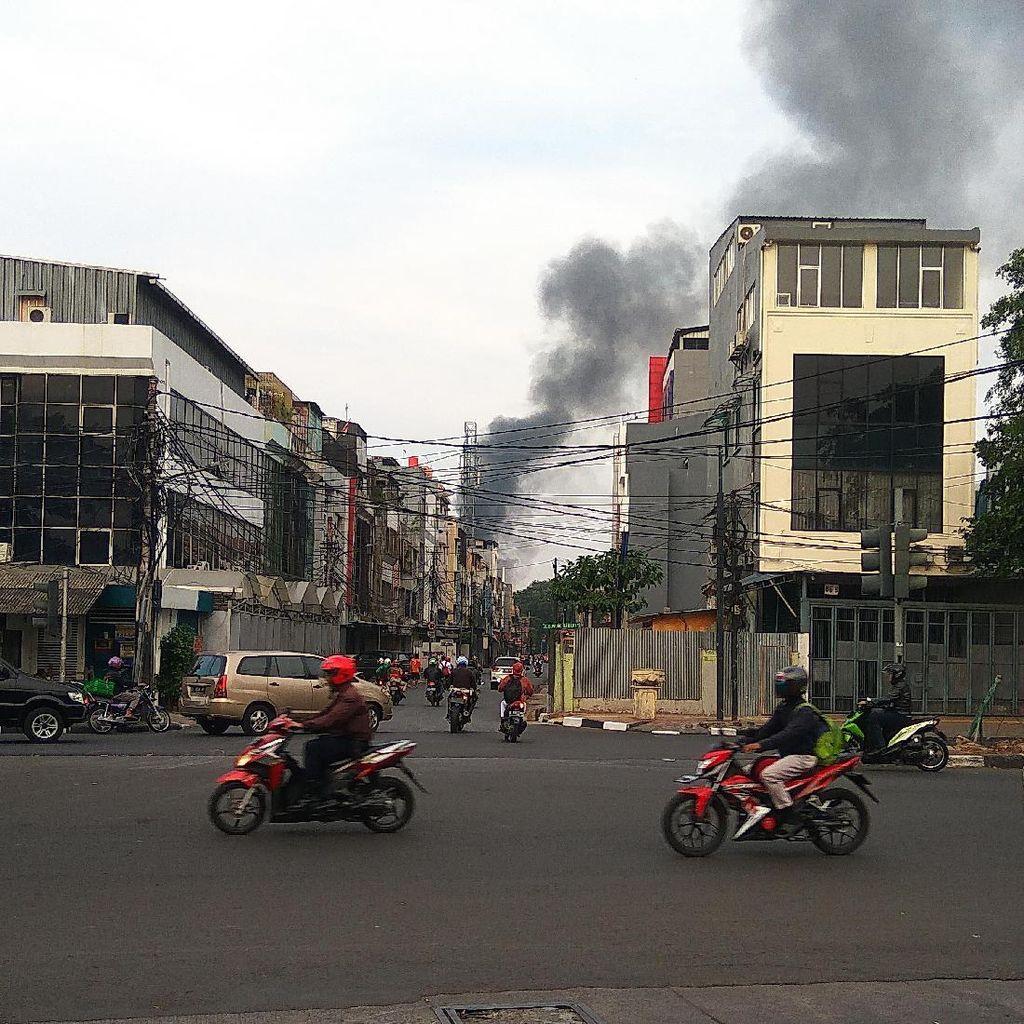 3 Bus Terbakar di Kemayoran, 5 Unit Damkar Diterjunkan