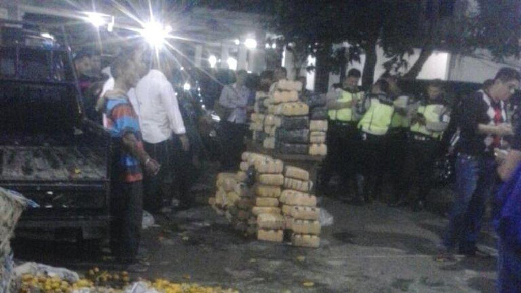 Jeruk Dipakai Pelaku untuk Tutupi 119 Paket Ganja yang Dibawa Pikap