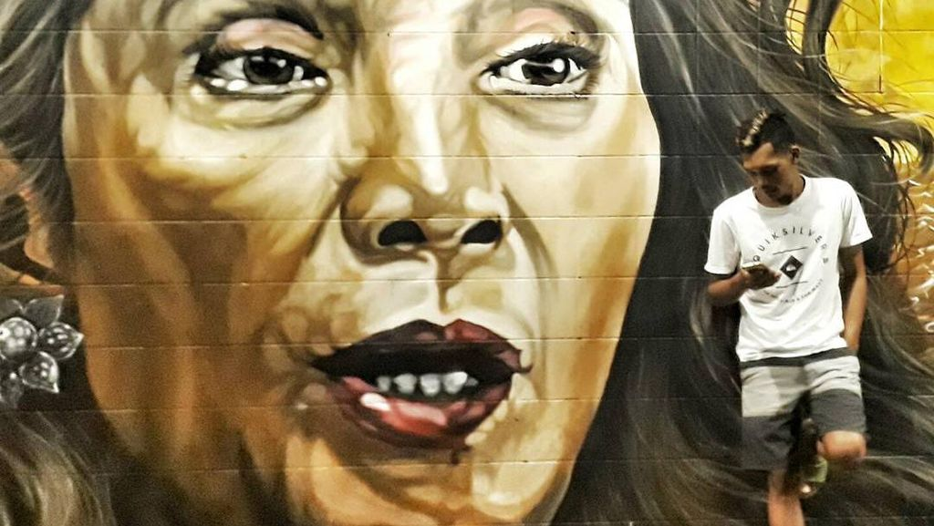 Foto: Jepretan Traveler di Mural Susi yang Keren