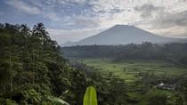 Berstatus Awas, Warga di sekitar Gunung Agung Tetap Beraktivitas