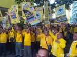 Support Dedi Mulyadi, Ratusan Kader Datangi Kantor Golkar Jabar
