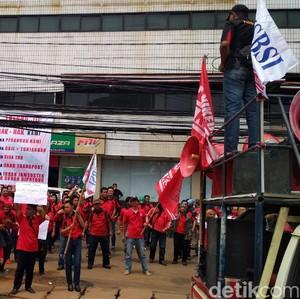 Video Eks Karyawan 7-Eleven Demo Tuntut Hak