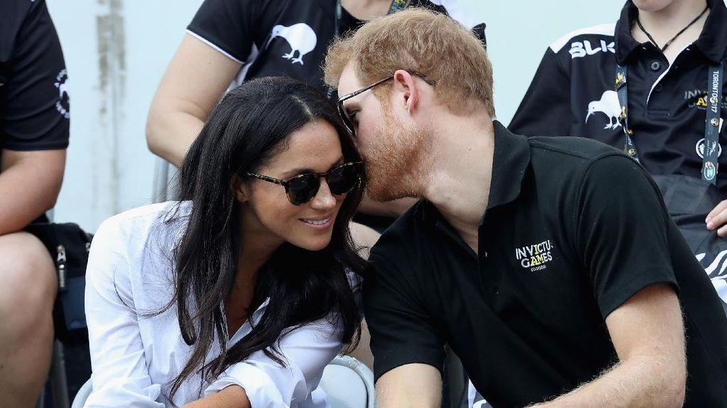 Foto: Momen Mesra Pangeran Harry dan Meghan Markle Sebagai Pasangan