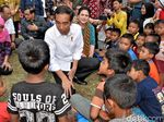Jokowi Salurkan Bantuan ke Pengungsi Gunung Agung