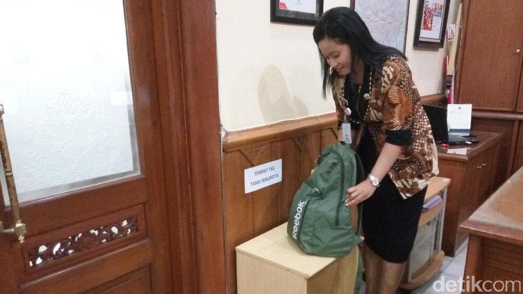Hindari Jebakan OTT, Tamu Wali Kota Solo Wajib Titipkan Tas di Loker
