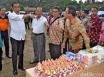 Jokowi Beri Bantuan Senilai Rp 7,2 M untuk Pengungsi Gunung Agung