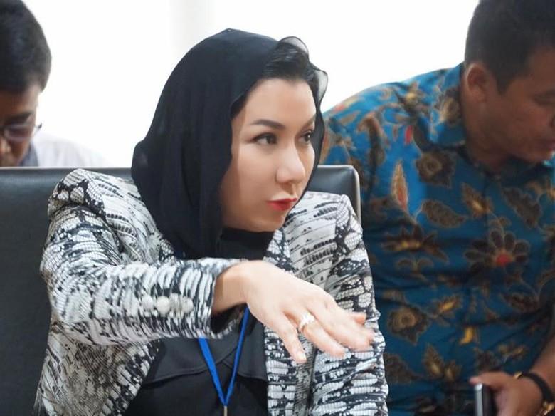 KPK akan Periksa Harta Bupati - Jakarta KPK akan memeriksa Laporan Harta Kekayaan Penyelenggara Negara Bupati Kutai Kartanegara Rita Ini menyusul peningkatan harta kekayaannya