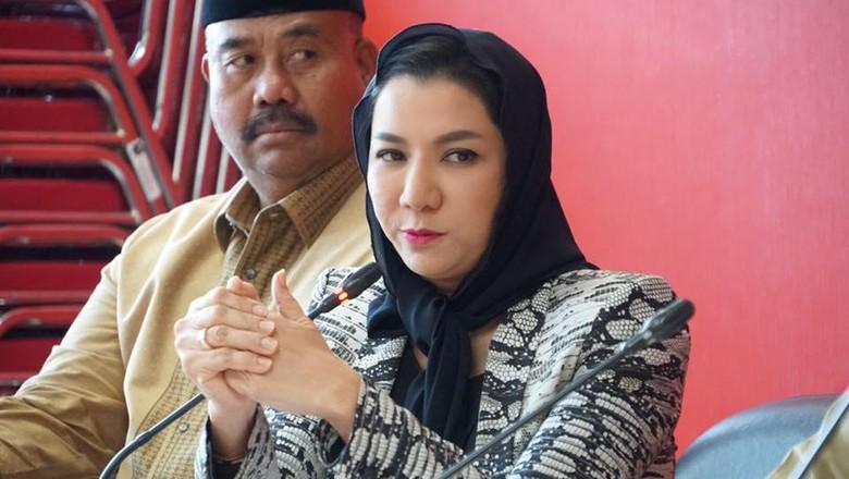 Kasus Suap Bupati KPK Sita - Jakarta KPK menggeledah empat lokasi terkait perkara suap dan gratifikasi Bupati Kutai Kartanegara Rita Widyasari pada Jumat Empat