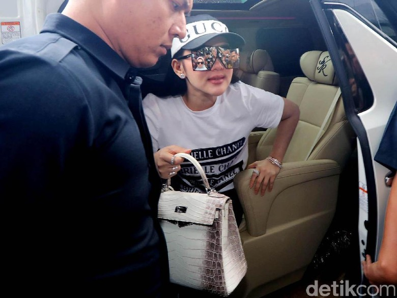 Diskon dari First Travel yang - Jakarta Artis Syahrini ikut terseret dalam kasus penipuan umrah oleh First Sebab ia menggunakan jasa First Travel untuk