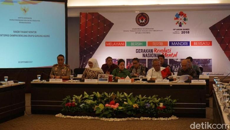 Kebutuhan Warga Gunung Agung di - Jakarta Menteri Koordinator Pembangunan Manusia dan Kebudayaan Puan Maharani menggelar rapat dengan kementerian dan instansi terkait tentang aktivitas