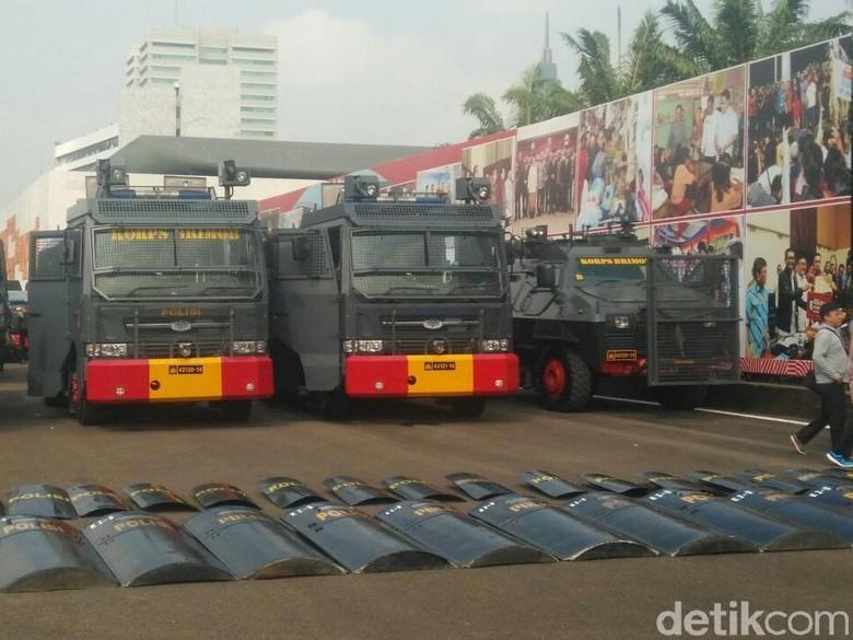 Barracuda hingga Kawat Berduri Siaga - Jakarta Pengamanan gedung DPR diperketat menjelang aksi Aparat gabungan TNI dan Polri sudah bersiaga untuk mengamankan detikcom di