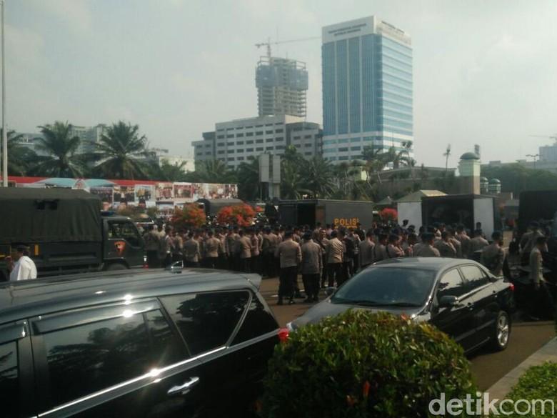 Ini Rute Massa Aksi ke - Jakarta Sejumlah massa akan menggelar aksi di depan Gedung Polisi juga sudah mempersiapkan pengawalan untuk massa aksi dari