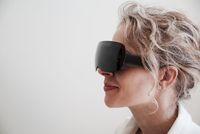 Hiburan Baru di Pesawat, Nonton Film VR