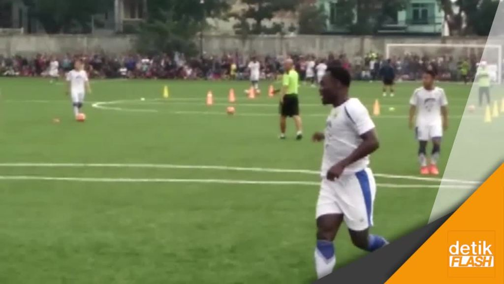 Essien Latihan, Bobotoh Serbu Lapangan Lodaya