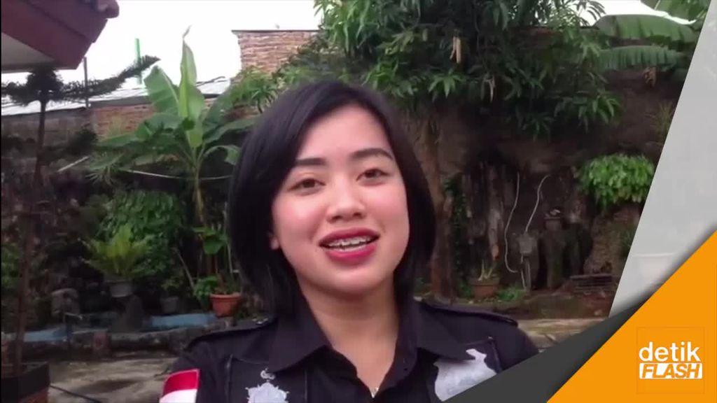 Polwan Cantik Disandera di Angkot